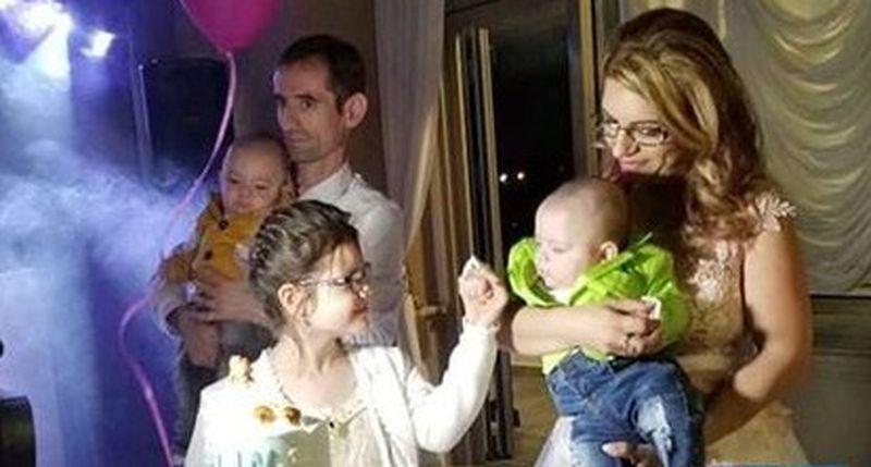 Transformarea Florentinei, copila hrănită până la 4 ani doar cu pufuleți! A fost salvată de la moarte în urmă cu 6 ani, iar acum este o adolescentă superbăcopila hrănită până la 4 ani doar cu pufuleți! A fost salvată de la moarte în urmă cu 6 ani, iar acum este o adolescentă superbă
