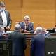 """Florin Iordache nu poartă mască de protecţie în Parlament! Cum a fost surprins: """"Sper să-şi facă treaba şi în această situaţie Politia Română"""""""