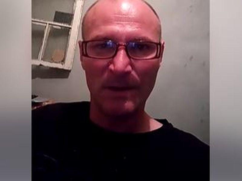 El este bărbat de 45 de ani care și-a incediat iubita de 17 ani! Bărbatul mai are 5 crime la activ și tocmai ce a fost eliberat condiționat