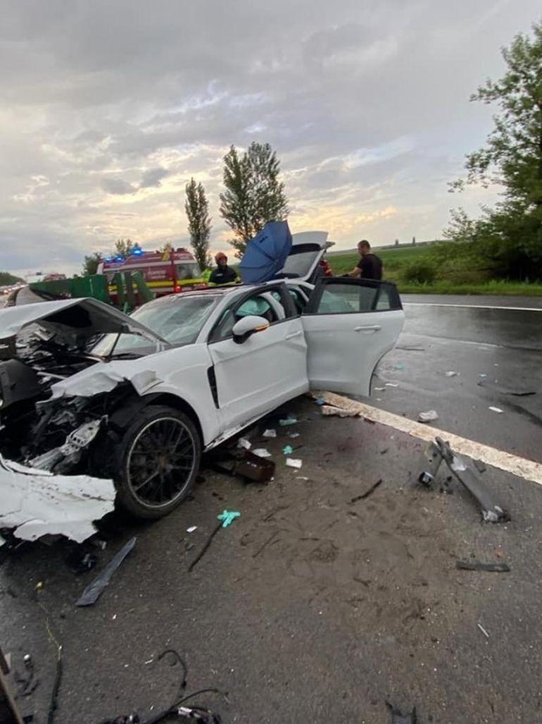 Accident teribil pe Autostrada Soarelui! O maşină a intrat în parapet. O persoană a murit și alte două rănite