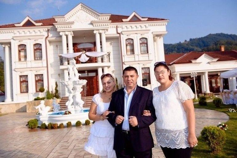 """Imagini rare cu Nicolae Guţă şi fratele său mai mic, Orian! """"Regele manelelor"""" şi """"Regele fierului vechi"""" au cântat în duet la o petrecere în familie! VIDEO"""