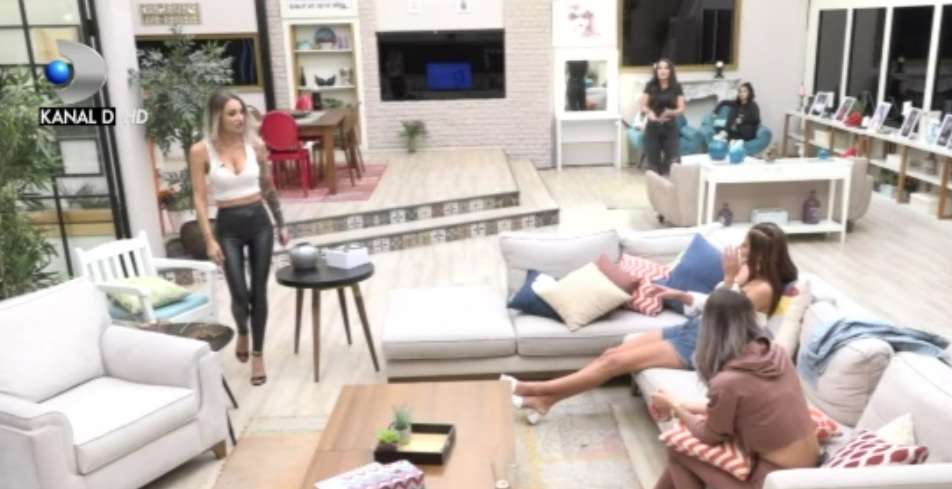 Live Stream Online Puterea Dragostei - Ediția de sâmbătă, 19 septembrie - Prima parte - VIDEO. Conflict puternic în casa fetelor. Mădălina a atacat-o pe Adriana