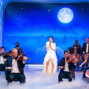 Theo Rose, moment dumnezeiesc in Marea Finala alaturi de Orchestra Metropolitana! Juratii s-au plecat in fata artistei si i-au dat cinci pe linie: