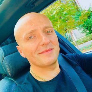 Costi Ioniță e plin de bani, dar nu face furori deloc pe străzi!  Ce mașină conduce artistul