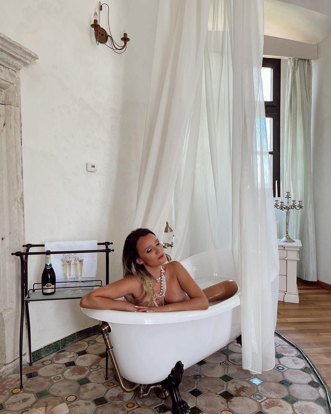 Cele mai extravagante imagini cu Carmen Negoita de la