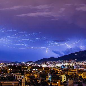 Avertizare meteo! Cod portocaliu de furtuni și ploi în toată țara