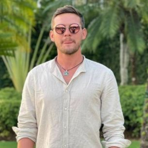 """Surpriză de proporții! Ștefan Ciuculescu este noul coprezentator al emisiunii online prezentate de Bianca Comănici, """"Bărbați vs Femei"""""""