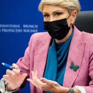 Veste uriașă pentru pensionarii români! Vor primi mai mulți bani de la stat.  Anunțul oficial făcut de Raluca Turcan