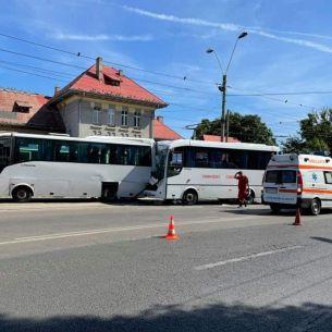 Accident GRAV în Capitală: Sunt 10 victime după ce două autocare s-au CIOCNIT! Anunțul Poliției