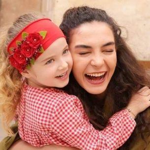 Va mai amintiti de micuta Gul Sadoglu din serialul HERCAI? Doamne, cat de mult s-a schimbat in doi ani de la terminarea filmarilor! Cum arata acum fetita minune, Ebrar Alya Demirbilek si cu ce se ocupa!