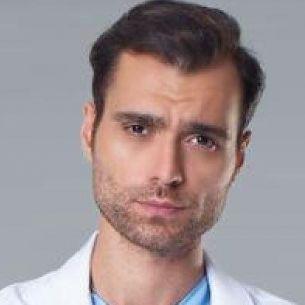 Carismaticul Doruk din Doctorul minune, poveste de dragoste in culisele serialului! Cu cine se iubeste celebrul actor Hakan Kurtas?