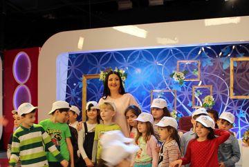 """Kanal D si-a deschis portile pentru """"Scoala Altfel""""! Zeci de copii au luat in stapanire platourile emisiunilor si si-au cunoscut vedetele preferate"""
