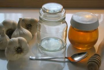 A mancat timp de 7 zile usturoi cu miere! Ce i s-a intamplat in organism!