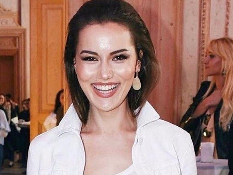 Atragatoarea Fahriye Evcen, iubita lui Burak Ozcivit a facut primul pas in moda! Iata cum a stralucit pe podium frumoasa actrita, la evenimentul de lansare a colectiei sale de haine!
