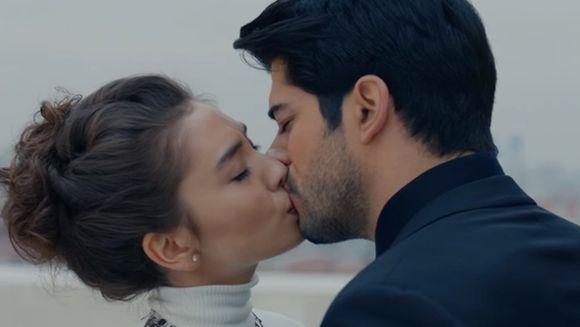 KEMAL si NIHAN cel mai reusit cuplu din serialele turcesti! Iata cel mai fascinant moment realizat de cei doi talentati actori!