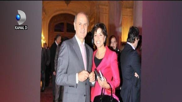 Dani Otil a fost surprins luand masa impreuna cu Diana Sentes, cunoscuta in lumea mondena a Capitalei!