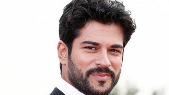 BURAK OZCIVIT (Kemal), merite recunoscute de statul turc! Iata ce distinctie importanta a primit celebrul actor si ce mesaj emotionant a transmis in cadrul festivitatii de premiere!