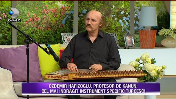 """Teo si Bursucu, fascinati de cel mai spectaculos instrument muzical turcesc: """"KANUN""""! Ozdemir Hafizoglu, profesor de """"kanun"""" a dezvaluit tainele celui mai indragit instrument din Turcia!"""