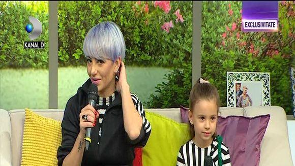 "Giulia Anghelescu si fiica sa pentru prima data in platoul ""Teo Show""! Iata prin ce dificultati trece artista de cand fiica ei a implinit cinci ani si are pretentii de ""fashionista""!"