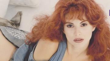 O recunoasteti? Au trecut 20 de ani de la debutul ei in showbiz! Iata cum se imbraca atunci si ce infatisare cu totul schimbata are acum! Vedeta a facut dezvaluiri inedite despre transformarile prin care a trecut si despre viata sa personala!