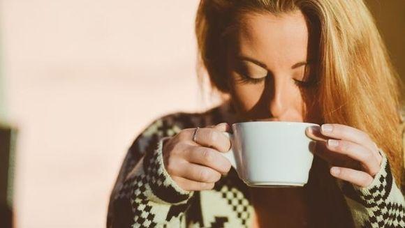 De ce trebuie sa bei apa calda pe stomacul gol! Rezultatul te va uimi!