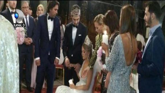 Imagini spectaculoase de la nunta surorii Deliei! Nasa Delia si soacra mica au cantat desculte, iar miresei i s-a facut rau de doua ori!