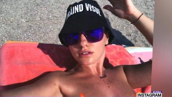 Alexandra Stan mai sexy ca oricand! Iata cum a fost surprinsa artista, pe plaja!
