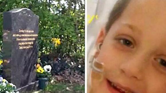 """Maria a mers la cimitirul unde era ingropat, de trei ani, unul din copiii ei si, cand s-a asezat pe iarba, a vazut un detaliul socant pe piatra funerara a micutului... """"Dumnezeule, asta e sufletul lui!"""" Cu ochii in lacrimi, a luat telefonul si a filmat AS"""