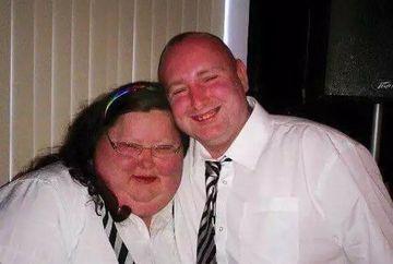 Era atat de grasa ca nu a incaput in pozele de la nunta! Cand s-a vazut cum arata, a rupt albumul si a decis sa faca totul pentru a slabi. E SOCANT cum arata femeia asta acum, dupa ce a dat jos 85 de kilograme