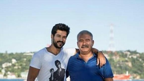 """BURAK OZCIVIT (Kemal din """"Dragoste infinita""""), vizita inedita alaturi de tatal lui, intr-un loc incarcat de istorie din Turcia! Iata ce experienta neobisnuita a trait celebrul actor in acest weekend!"""