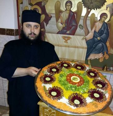 Doua retete simple de post ale parintelui Efrem de la manastirea Dervent, acolo unde este mormantul lui Aurelian Preda! Preotul este un adevarat masterchef