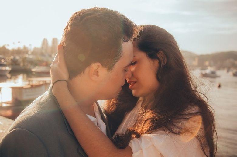 Cupluri din zodiac cu cea mai mare CHIMIE sexuala! Sar scantei cand sunt in pat!