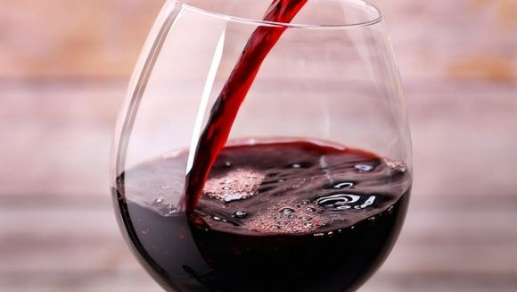 Asa iti dai seama daca vinul pe care l-ai cumparat este natural sau a fost facut din pastile! Testul simplu pe care oricine il poate face acasa
