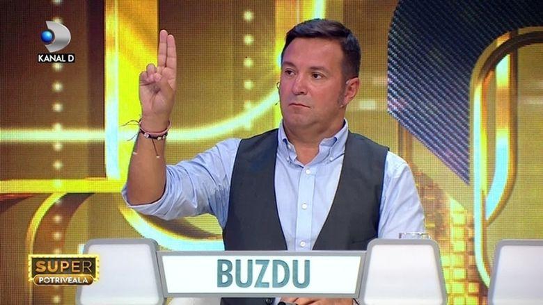 """Aflat sub tirul intrebarilor lui Jorge, prezentatorul """"Super Potriveala"""", Buzdugan a recunoscut: """"Nu sunt fan credite!"""" Marturisirile despre trecutul vedetei le aflati sambata, de la ora 20:00, la Kanal D!"""