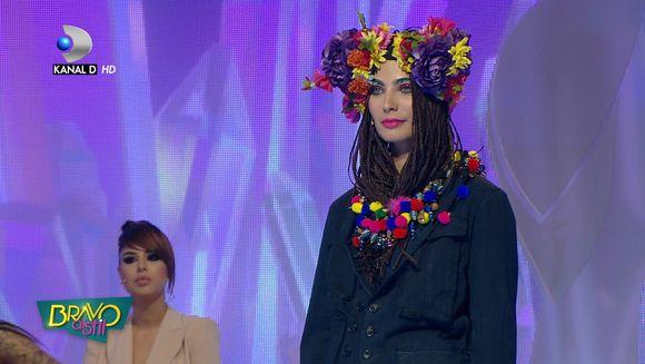 """Asta nu e styling, asta e HAOS vestimentar!"" Tinuta cu care a defilat Alexandra n-a fost luata in serios nici de invitati nici de jurati! Cum s-a prezentat concurenta"