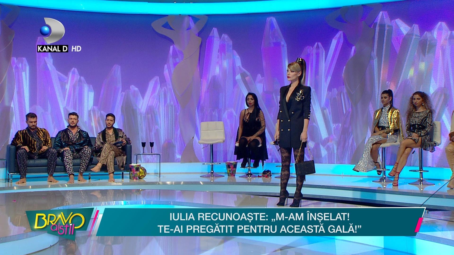 "Roxana a depasit limita vulgaritatii si a facut-o pe Raluca Badulescu, cel mai bland dintre jurati, sa ii dea cea mai mica nota posibila! ""In combinatie cu ciorapii, reprezinta DEFINITIA VULGARITATII"""