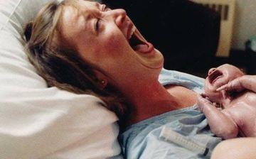 Motivul SOCANT pentru care femeia a reactionat asa cand si-a tinut in brate, pentru prima data, bebelusul