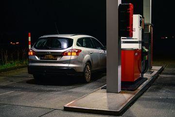 """Asa te fura la benzinarie si le mai spui si """"multumesc""""! Uite care e cea mai recenta teapa pe care o dau benzinarii"""