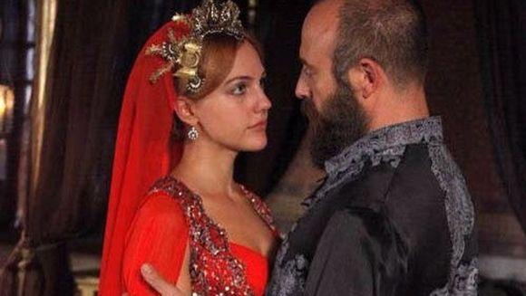 """""""Suleyman"""" si """"Sultana Hurrem"""", din nou impreuna intr-un mega-serial turcesc? Zvonul care i-a entuziasmat pe toti fanii serialelor turcesti"""
