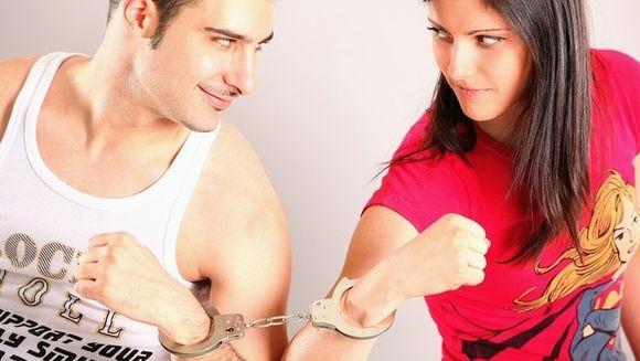 Barbatul poate sa spuna daca o femeie insala, pur si simplu facand asta!