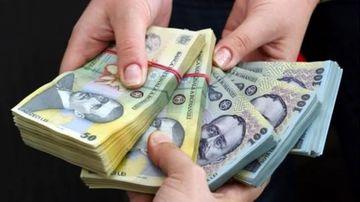 Anunt neasteptat de la guvern: scad salariile! Cine va primi lunar mai putini bani