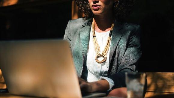 Sfaturi practice pentru a-ti pastra sanatatea daca muncesti la birou