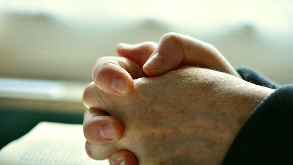 Rugaciunea de dimineata. Cum isi incep crestinii ziua cu o rugaciune