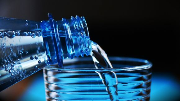 Diete eficiente de slabire: cata apa trebuie sa consume la regim