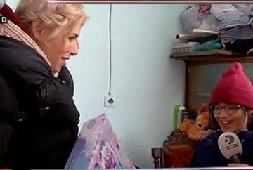 """La """"WOWbiz"""" continua magiile! Familia saraca din camp a primit zeci de cadouri! Iata cum s-au bucurat cei trei copii si ce mesaj sfasietor i-au transmis mamei lor!"""