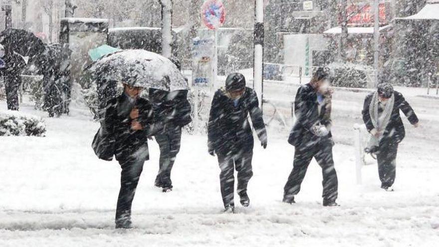 Iarna revine! Avertizare meteo: cod galben de ploi si ninsori! Cat de frig va fi si cat de mult va ninge in Romania