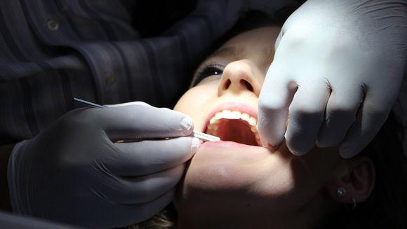 3 lucruri pe care trebuie sa le cunosti despre implantul dentar