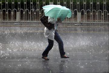 Anuntul de ultima ora al meteorologilor! Weekend cu vant, ploi abundente si grindina! Iata unde se va raci din nou vremea in zilele urmatoare!