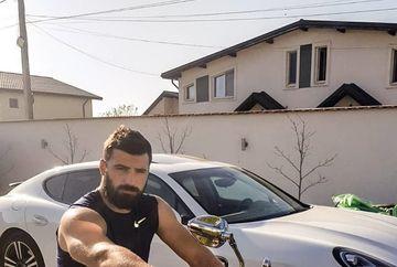"""Iti imaginai ca Andrei Stoica e pasionat de motociclism? S-a fotografiat in fata casei calare pe un """"monstru"""" pe doua roti de care si motociclistii cu experienta se tem. FOTO"""