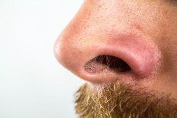 Ce se intampla daca iti smulgi parul din nas, e mai grav decat te-ai fi asteptat! Specialistii avertizeaza: riscurile sunt imense